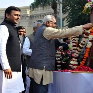 RamNaik-paying-tributes-toCharanSingh