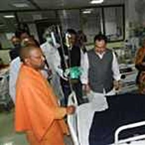 JP-Naddha-and-AdityaNath-at-GorakhpurMedicalCollege