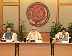 PM-Modi-talking-with-industrialists